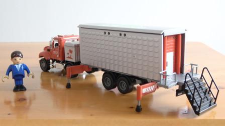 儿童玩具车模型:一辆厢式货车变形成为房车,合金汽车玩具试玩