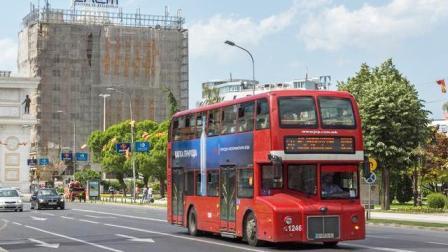 西安603路公交车穿越整条长安路:好霸气!