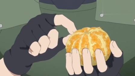火影忍者:卡卡西想帮只剩一只手的雷影剥桔子,结果雷影直接连皮一起吃