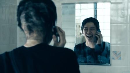 女孩冒充同学打电话,还摘掉假发对着镜子大笑,一部悬疑电影
