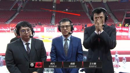 真爱篮球的人都懂吴悠!中国队输球后,他痛哭不止,久久不愿离场