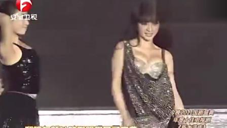 柳岩台上热情演唱《舞娘》,台下林志颖笑容迷人,妩媚动人引现场观众欢呼