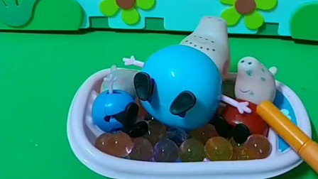 小猪佩奇和小猪乔治要泡珍珠浴,猪爸爸也跳进来了可是浴盆装不下了,小朋友你们谁应该怎么办呢?