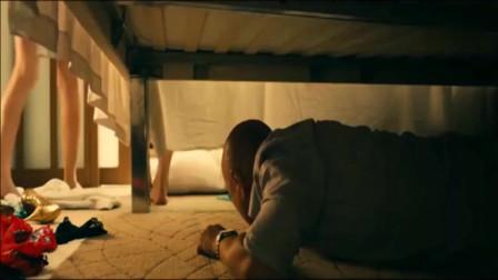 徐峥躲在酒店床下面,屋内发生的一切让他很是尴尬!