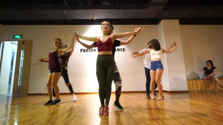 很多人问我这是什么舞蹈,巴恰塔bachata属于拉丁风情舞浪漫好玩