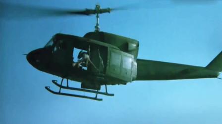 第一滴血:敌军机枪手太嚣张,愤怒的兰博直接把他拽下飞机!