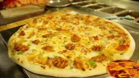 """好吃又划算!这店推出""""最大披萨"""",一个26寸井盖那么大"""