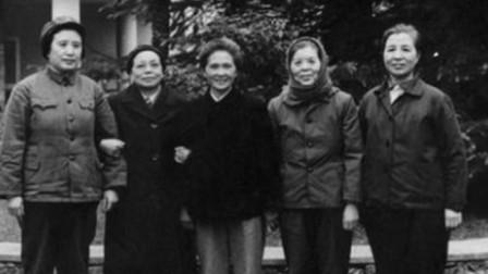 她是中共首位女叛徒,晚年去到美国经商,成爱国华侨应邀访华