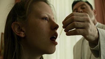 影视:男子为造不老药,将鳗鱼放入人体内榨油,还要和亲女儿结婚