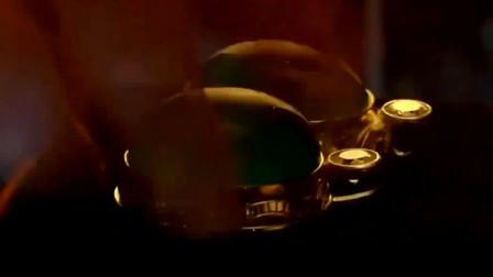 疯狂的石头:谢小盟耍小伎俩换走真帝王绿翡翠,警察还傻傻蒙在鼓里