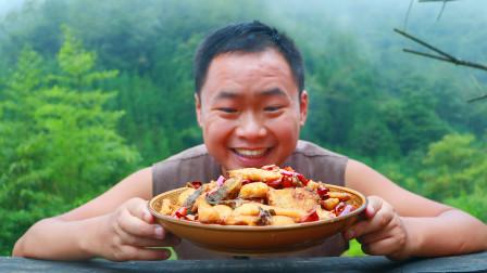 农村小伙花50元买4斤重的鲢鱼,下油锅一炸直接开啃,根本不够吃