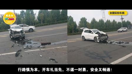 中国实拍车祸合集:死神手里把命夺,电瓶车被货车撞倒,这个操作救了自己一命!