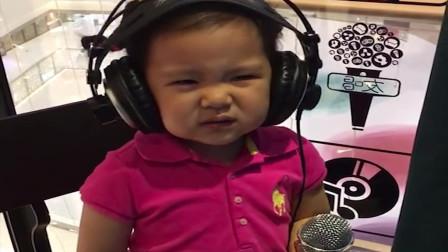 花姐最小的歌迷,牙还漏风呢唱《狂浪》,还真是一种态度