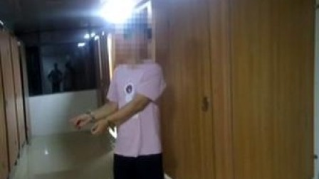 蹲女厕偷拍40分钟  男子被抓获