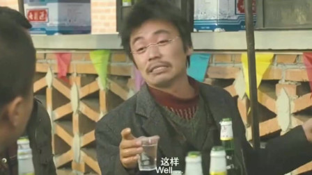 王宝强吃酒席,一桌人全喝啤酒,只有他喝白酒