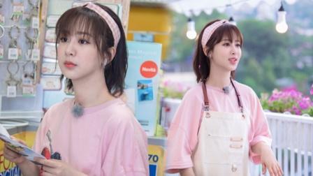 八卦:杨紫粉格发带清新减龄 甜笑浪漫可人