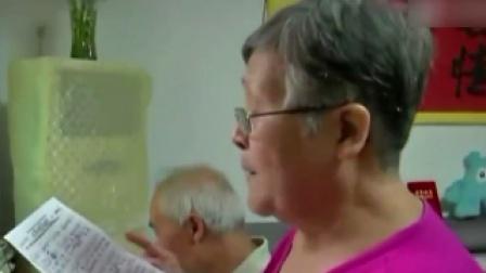 81岁大爷给78岁老伴写情歌 弥补年轻时欠下的爱   每日新闻报 20190913 高清版