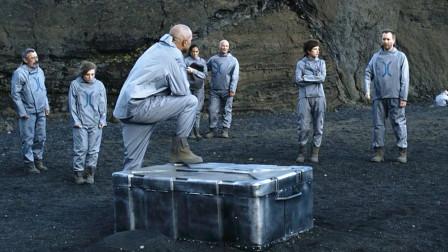 男子被流放到外星球,为了活命全靠一个铁箱,强大外星怪物都能扛