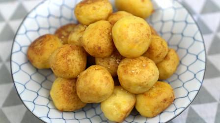 土豆红薯丸子,蒸一下炸一下,孩子们都喜欢的小甜食,香甜软糯