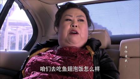 穷小伙自从跟了富婆,生活水平直线升高,米饭都只吃鱼翅泡的!