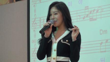 女班主任唱《潇洒走一回》走红网络,有这样的老师,我绝对不逃课