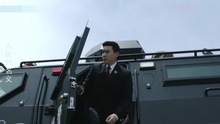 人民的名义:侯亮平上直升机的动作太帅,难怪林华华会仰慕他!