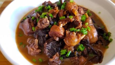 小鸡炖蘑菇正宗东北味,鸡肉榛蘑鲜香入味,每次多吃3碗米饭