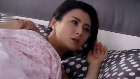 爆笑:美女早上醒来一睁眼,发现男子蹲在床边,气得甩了他一巴掌