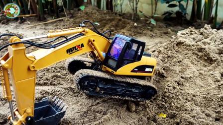 大型起重机、挖掘机、装载车和自卸车玩具,儿童仿真车辆玩具