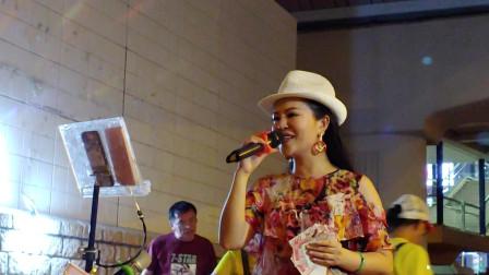 香港女歌手小红演唱《花好月圆》,用心演唱就是好听