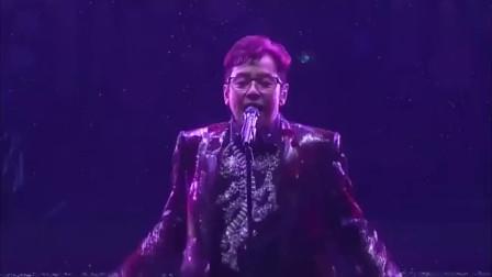 65岁的谭咏麟半场摘下耳机,霸气演唱《一生中最爱》全场疯狂了!