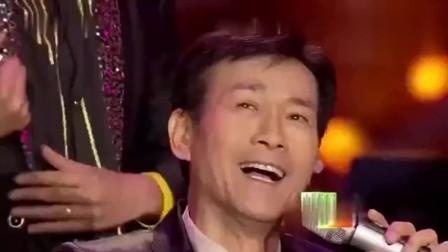 70岁郑少秋一首《笑看风云》依然那么帅,点燃了全场观众尖叫欢呼
