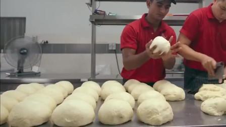 舌尖山的美食!咖喱面包鸡新鲜热辣,面包蘸上酱汁,风味更甚!