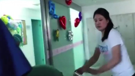 年迈父亲为女儿捐献肝脏,手术刚醒就问女儿,这场景让人泪目。