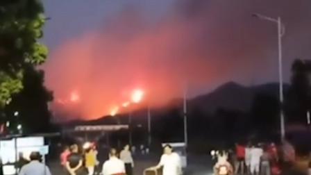 江西上饶突发森林火灾 200余人紧急扑救