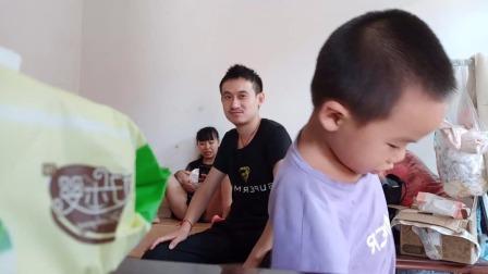 弋阳笑哥神吐槽:说儿子表演很棒!!