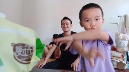 弋阳笑哥神吐槽:赞美儿子表演很棒