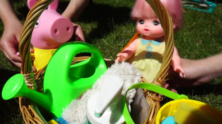 小猪佩奇:佩奇与咪露妹妹一起洗车,过家家玩具故事!北美玩具