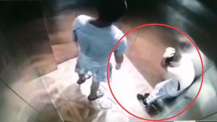 男童电梯内惨遭陌生男子暴打 监控拍下全程