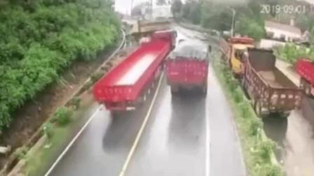 半挂车迎头撞来,卡车司机神操作逃出生天!