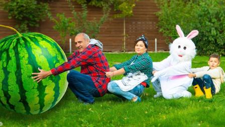 超奇妙!萌宝小正太和爷爷怎么拔大西瓜?可是为何拔不出来?儿童亲子趣味游戏玩具故事