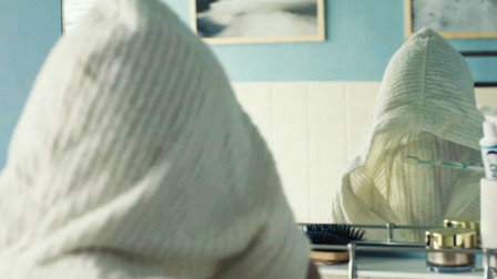 【陈莉丽说电影】少年意外获得隐身能力,帮助同学成了英雄,几分钟看完电影《少年透明人》