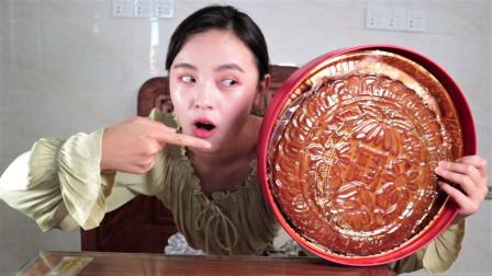 直径30厘米的五仁大月饼,整整400块钱一个,够若渔吃一个月了