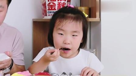 """试吃粉丝推荐的""""八拼千层蛋糕""""配上冰皮月饼,外甥女跟我抢着吃"""