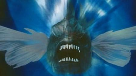 会飞的变异食人鱼,意外落入水中,从此称霸海陆空,开始为所欲为