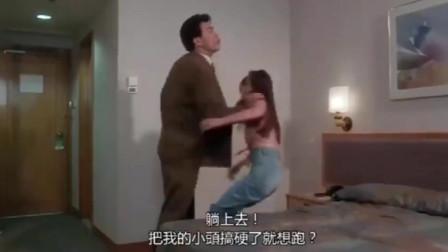 李丽珍被大傻哥扔在床上,要崩溃了!