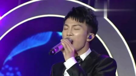 中国好声音欠他一个冠军,两年前他凭借这首歌拿下年度十大金曲奖