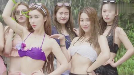 美女模特走秀中国爱情山,成另一道美丽的风景线!