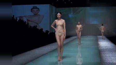 时装秀:精致又小巧的衣服设计,美女穿的得体大方,尽显东方魅力!