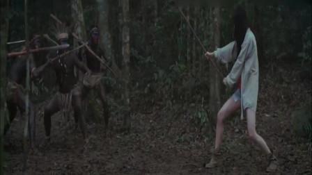 HOLD住爱:美女遭大汉围攻,抡起木棍,几秒就把5个大汉打趴